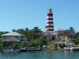 Charter Bahamas: Der charakteristische Leuchtturm von Hope Town