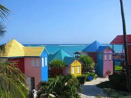 Yachtcharter Bahamas: Die farbenpr�chtigen H�user sind keine Seltenheit