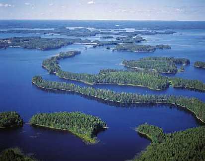 Charter Finnland: In Finnland gibt es mehr als 6.000 Inseln und 55.000 Seen