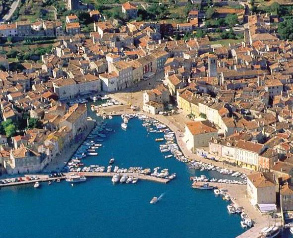 Bootscharter Istrien ? Kvarner: Die malerische Stadt Cres auf der gleichnamigen Insel