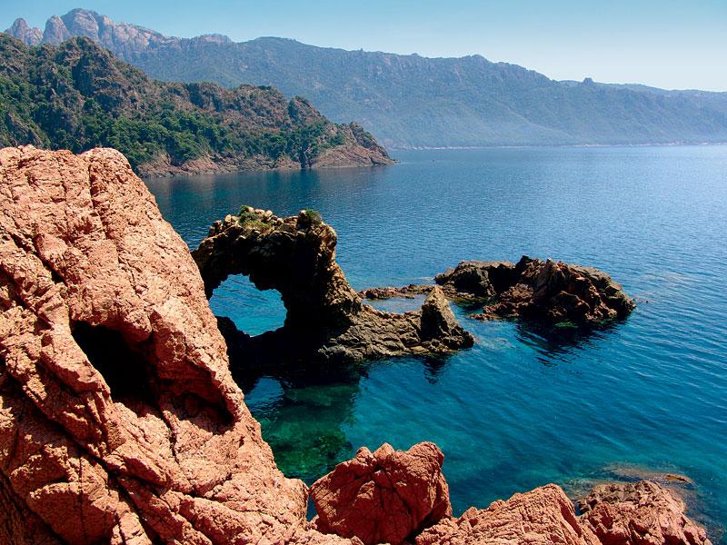 Bootscharter Korsika: Auf Korsika findet man viele wildromantische Küstenabschnitte