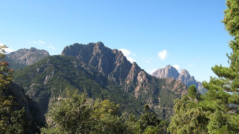 Yachtcharter Korsika: Das gebirgige Landesinnere lädt zum Wandern ein