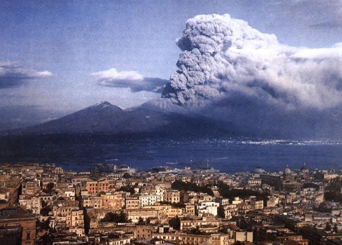 Charter Rom – Neapel: Der noch immer aktive Vesuv