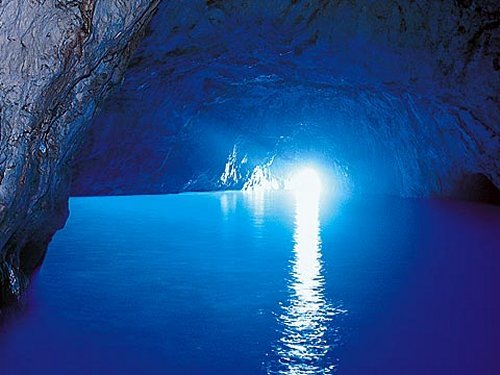Bootscharter Rom – Neapel: Die Blaue Grotte Capris
