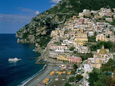 Charter Rom – Neapel: Die komplett in den Fels gehauene Stadt Positano
