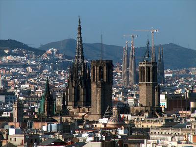 Charter Spanische Küste: Die Stadt Barcelona verbindet Vergangenheit mit Moderne