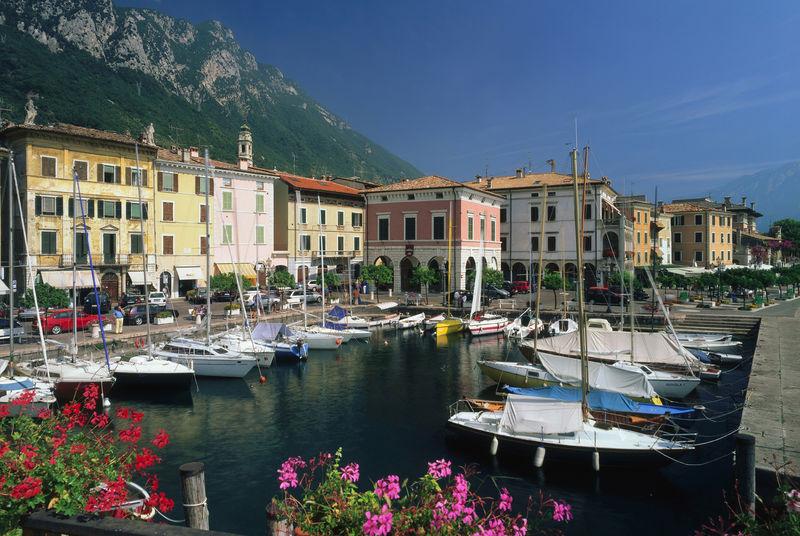 Bootscharter Gardasee: Der malerische Ort Gargnano