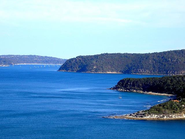 Charter Sydney: Im Hawkesbury River l�sst es sich sehr gut segeln